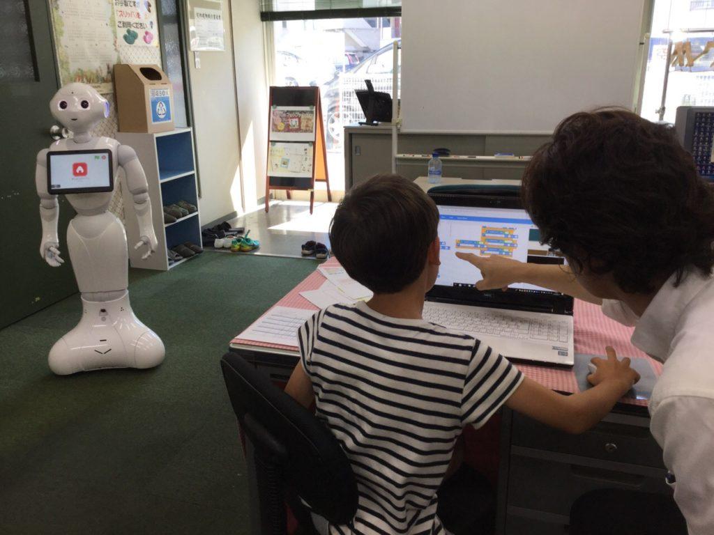 Pepperを使ったロボットプログラミング学習風景